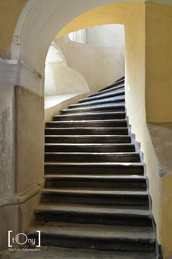 aiud church interior stairs